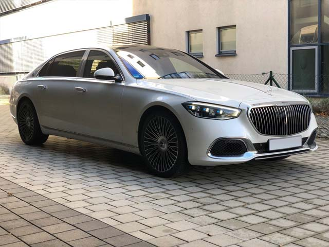 Booking a car and rental the prestige luxury VIP vehicle in Linz