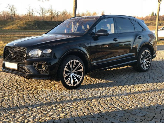Rental Bentley Bentayga V8 new Model 2021 in Graz