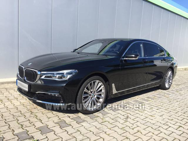 Rental BMW 740 Lang xDrive M Sportpaket Executive Lounge in Linz