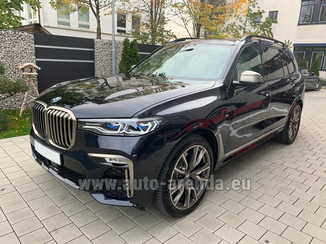 Rental BMW X7 M50d in Graz