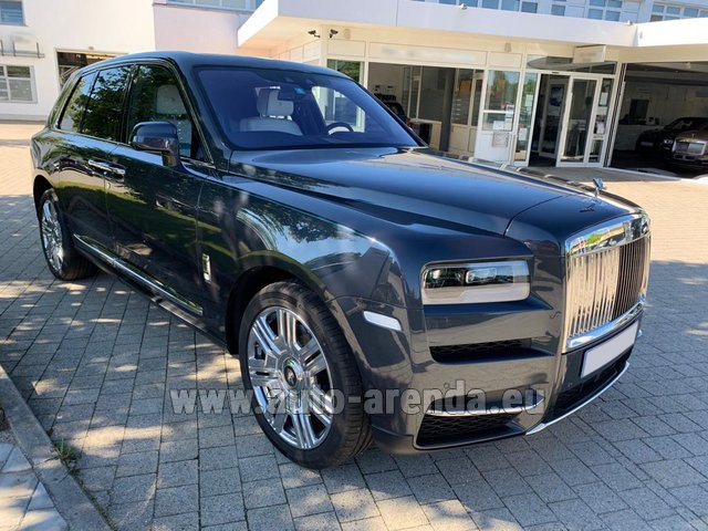 Rental Rolls-Royce Cullinan dark grey in Graz