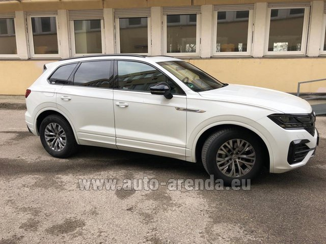 Hire and delivery to Vienna International Airport the car Volkswagen Touareg R-Line